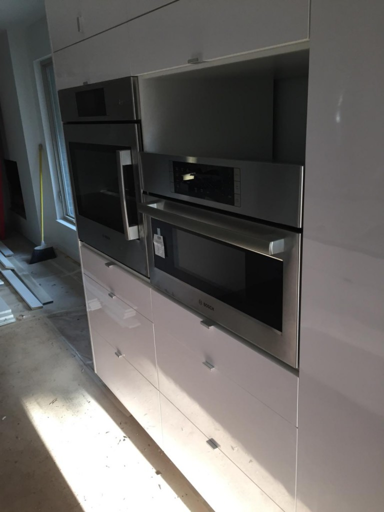 That's the oven to the left and the microwave in the middle. Where's the storage drawer that is supposed to go under the microwave?