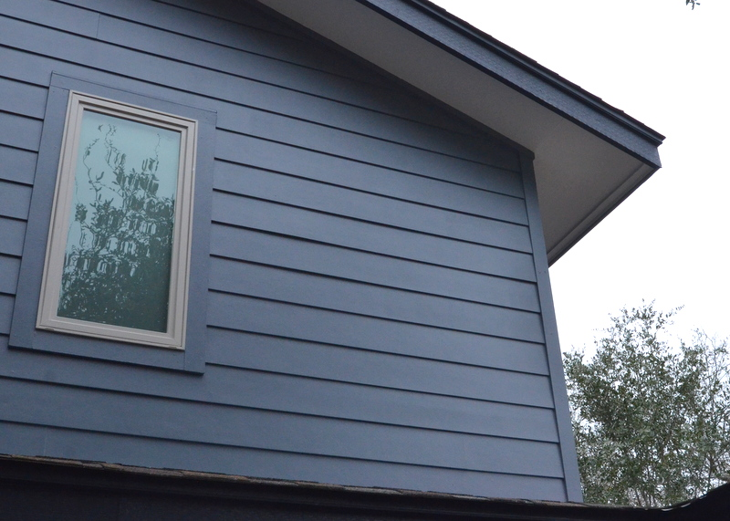 This is what the siding should be -- overlapped, creating an angle, not flat stock.